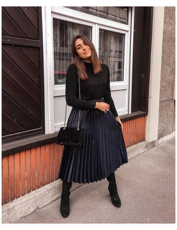 Looks con faldas plisadas y botas para invierno