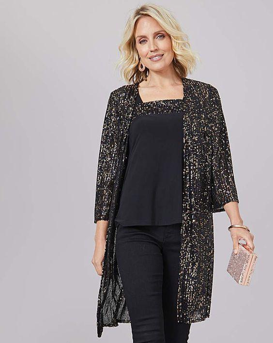 Outfits con brillos para mujeres de 50