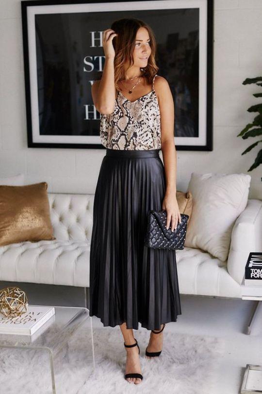 Outfits con falda plisada negra