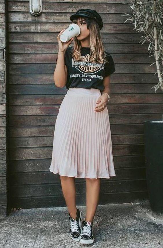 Outfits con faldas plisadas cortas