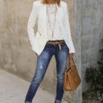 Outfits con jeans para mujeres de 50