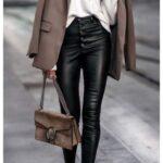 Outfits con leggins de cuero y abrigos
