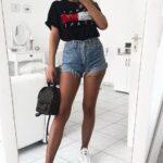Outfits con playera aguada y shorts de mezclilla