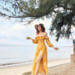 Outfits con vestidos campiranos para la playa
