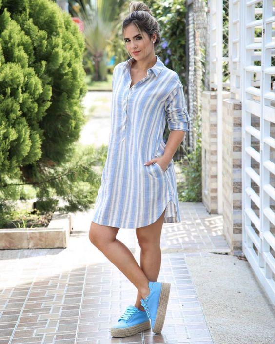 Vestidos camiseros con tenis