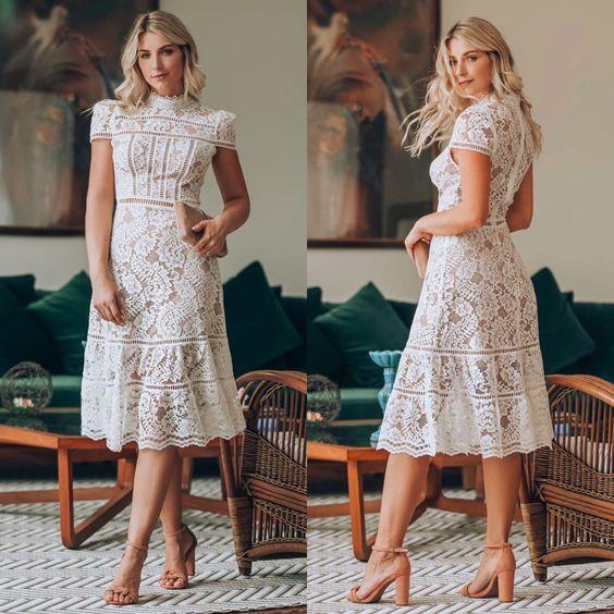 Viste con vestido en color blanco