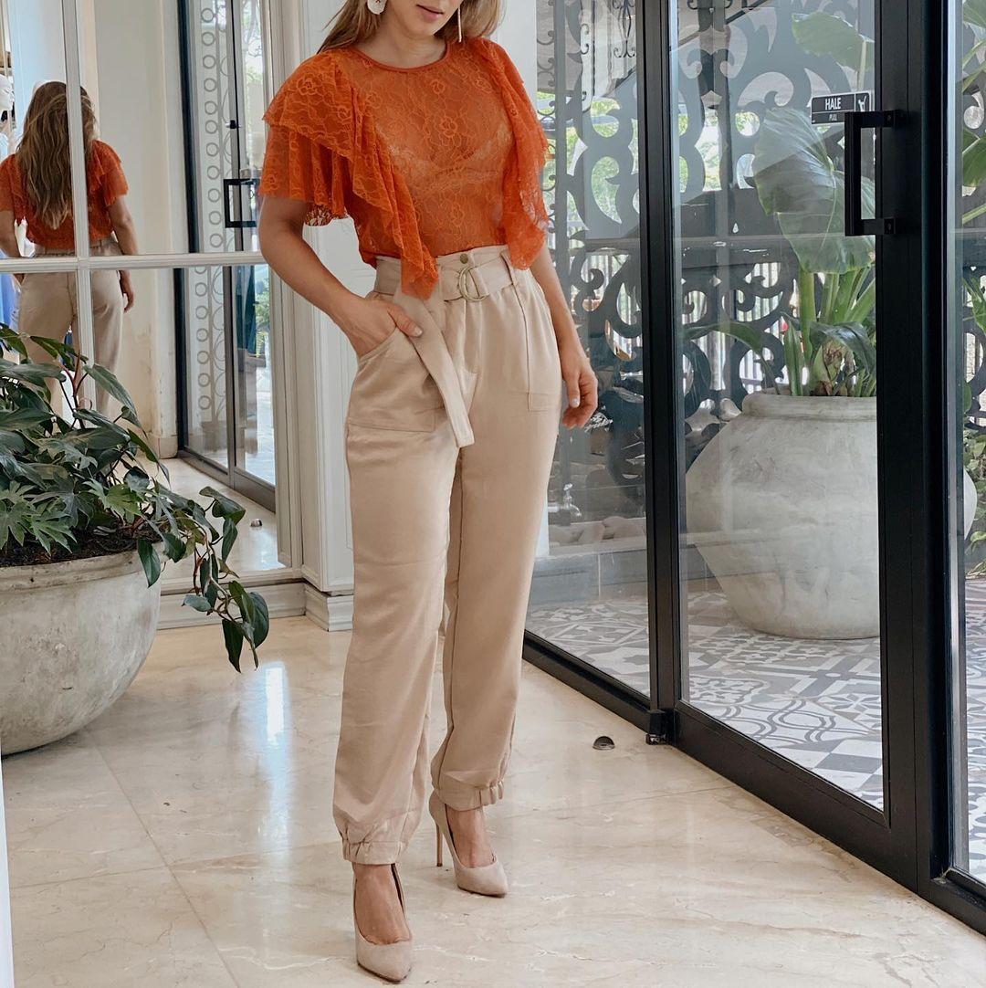 Ideas para darle un toque naranja a tu outfit de otoño