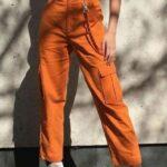 Outfits casuales con un toque naranja para otoño