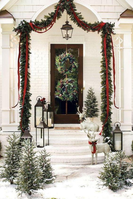 Adornos navideños elegantes para la puerta