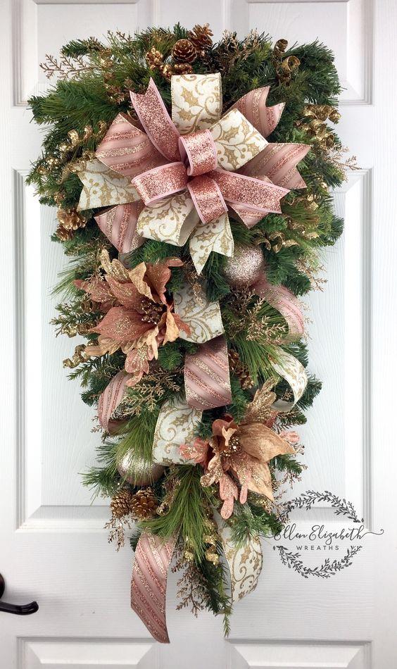 Decoración navideña para la puerta con listones