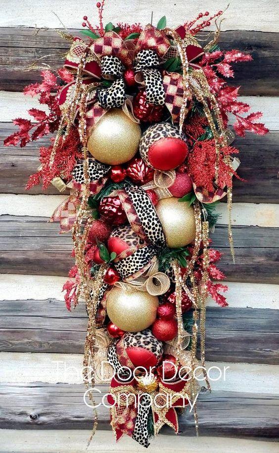 Colgantes navideños para la puerta con efecto nevado