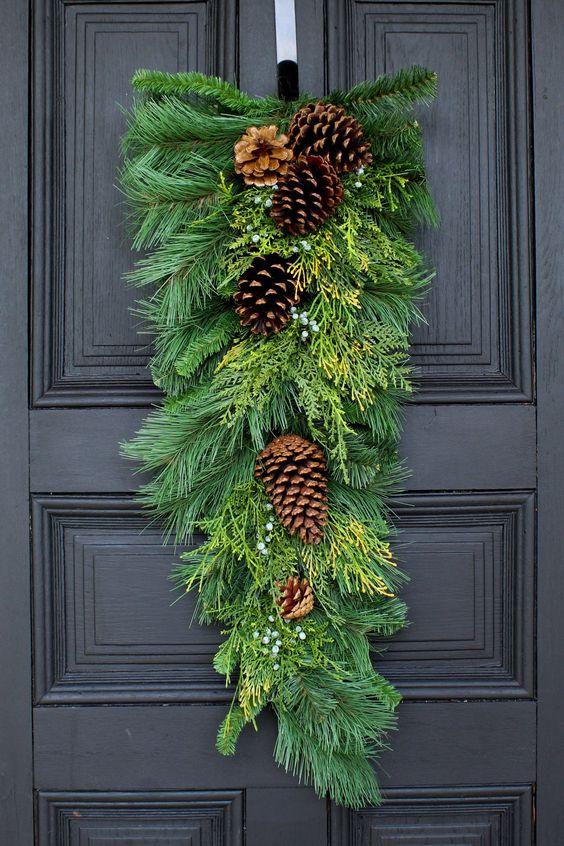 Opciones de colgantes navideños rústicos para la puerta