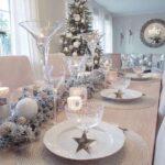Mesa para la cena navideña en color plata