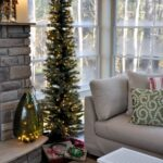 Decoración navideña con árboles rústicos slim