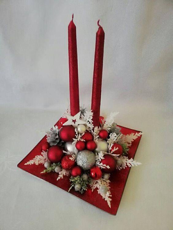 Diseños de centros de mesa navideños elegantes en bandeja