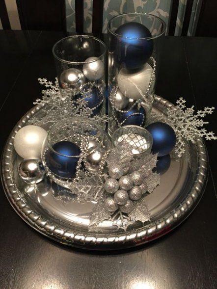 Diseños de centros de mesa navideños en platón plateados