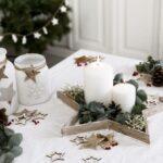 Opciones de centros de mesa navideños sencillos en bandeja
