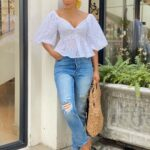 Outfits con jeans rotos para mujer