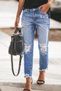 Outfits con jeans rotos para ir al trabajo