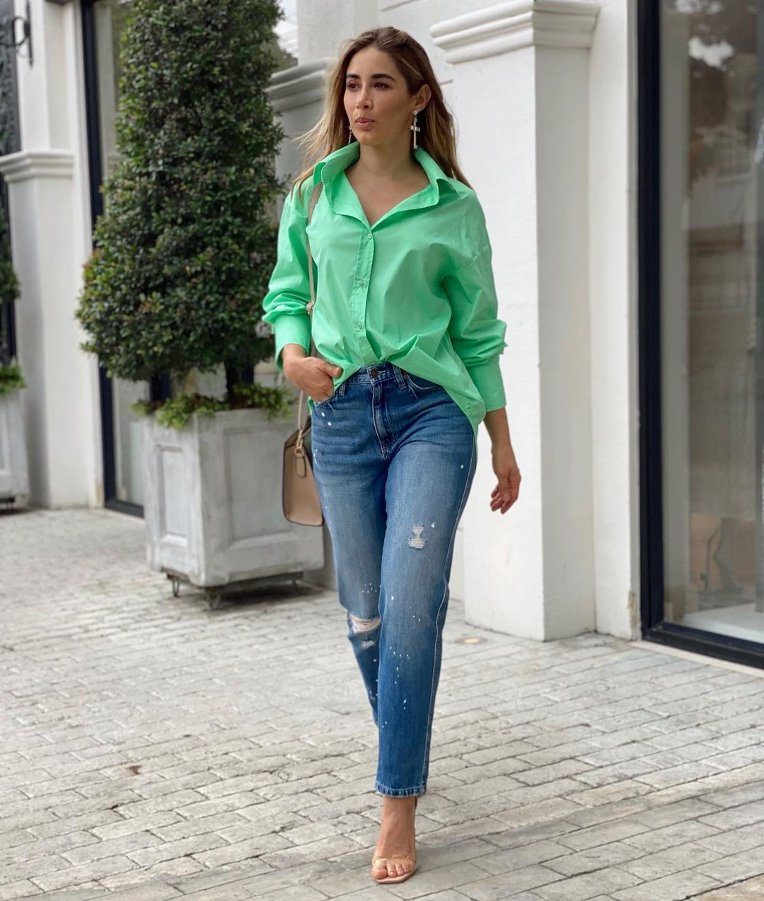 Outfits que puedes armar con camisas oversize