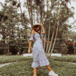 Propuestas de outfits con vestidos y tenis blancos
