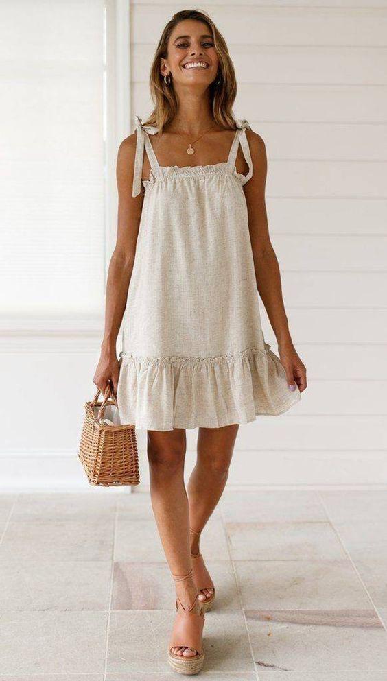 Looks para la playa con vestidos y sandalias