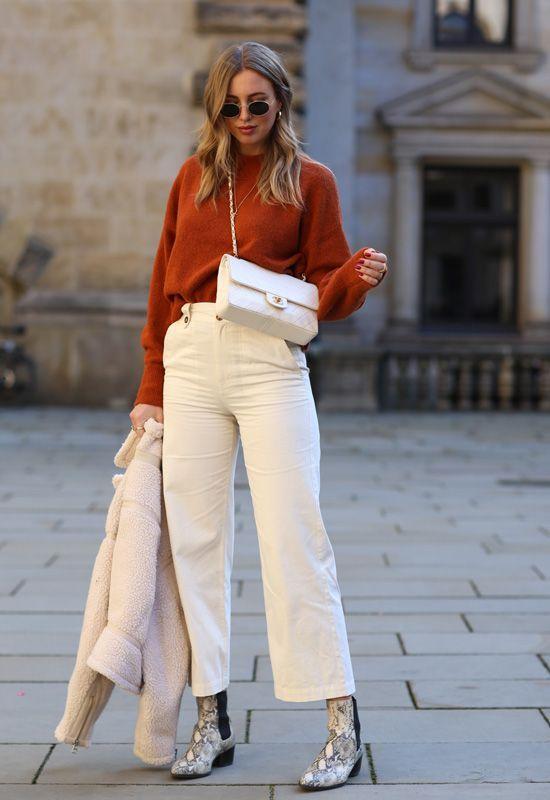 Cardigans con pantalones blancos