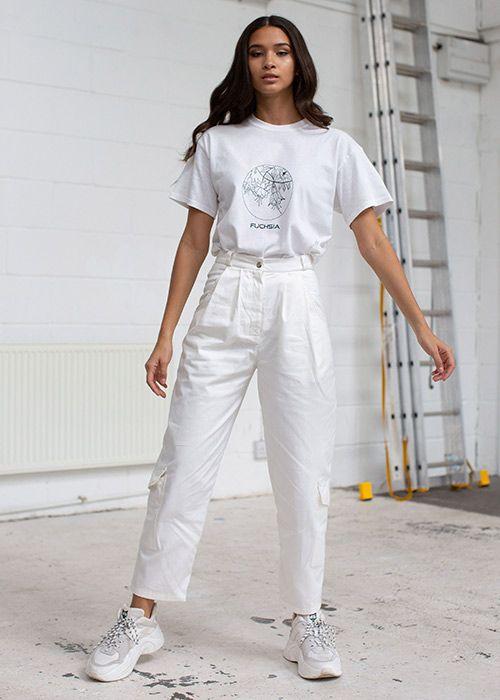 Combina tus jeans blancos con tenis