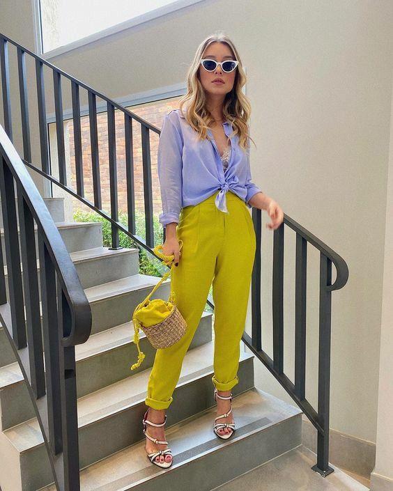 Como combinar pantalones de colores este verano