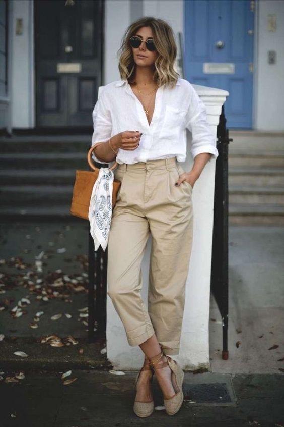 Opciones de outfits con tenis blancos casuales pero elegantes