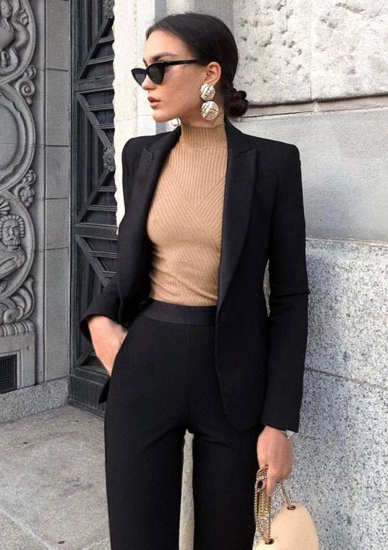 Outfits con pantalones negros lisos