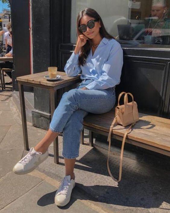 Camisas con jeans de mezclilla para mujeres maduras
