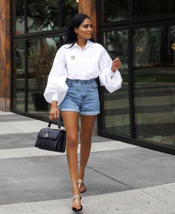 Outfits con shorts de tiro alto y camisas para mujeres maduras
