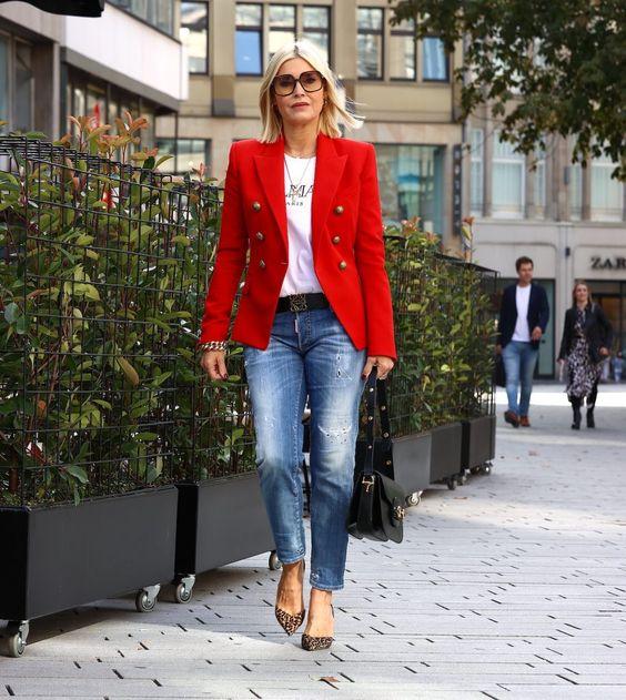 Como combinar un blazer rojo si tienes 40 años o mas