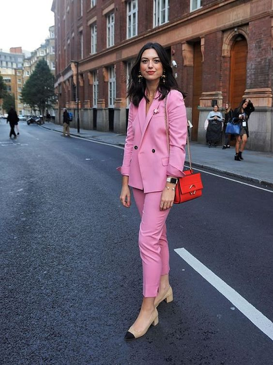 Ideas de outfits con traje sastre para oficina