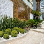 Jardines modernos para frentes de casas