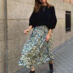 Falda midi con sueters tejidos