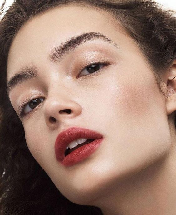 Evita los maquillajes de ojos muy cargados
