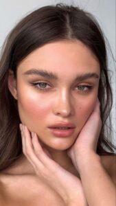 Mezcla tu base de maquillaje con tu crema hidratante