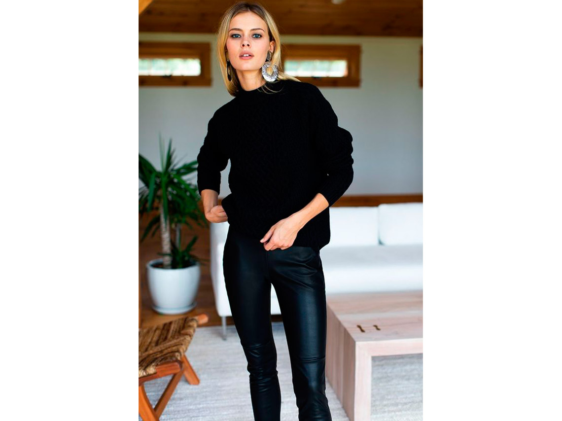 Looks con leggins negros y suéter oversize