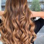 Diseños de tonos miel en cabello estilo pixie