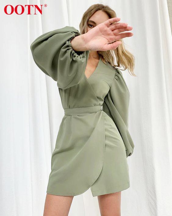 Cómo usar vestidos de manga englobada si eres una mujer madura