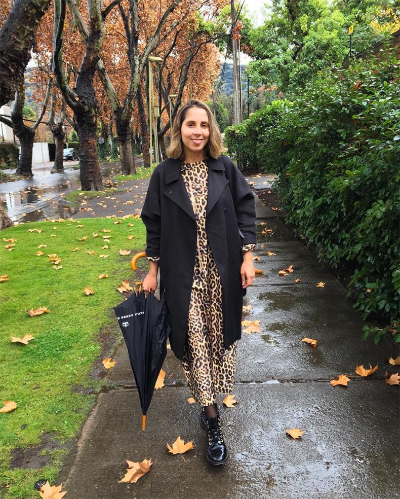 Outfits con abrigos largos en color negro