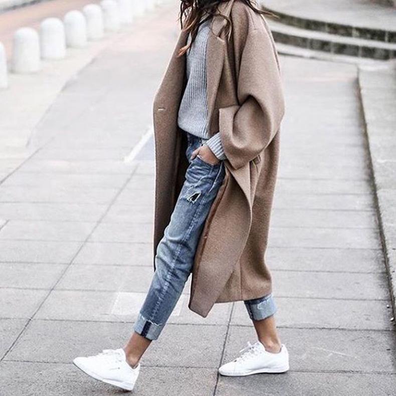 Outfits con abrigos en colores claros