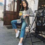 Lindos outfits con blazer a cuadros y jeans