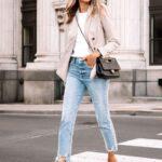 Looks con jeans, blazer y zapatillas