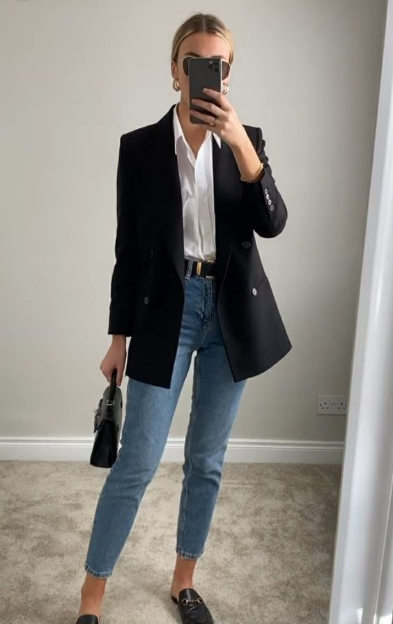 Look elegante con blazer negro para mujeres maduras