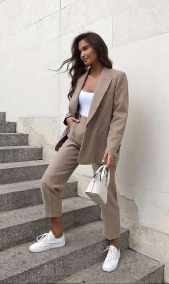 Ideas de looks con blazer color nude