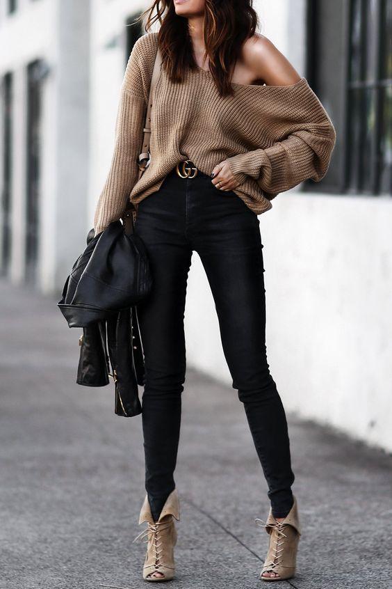 Outfits con pantalón negro y blusa fajada