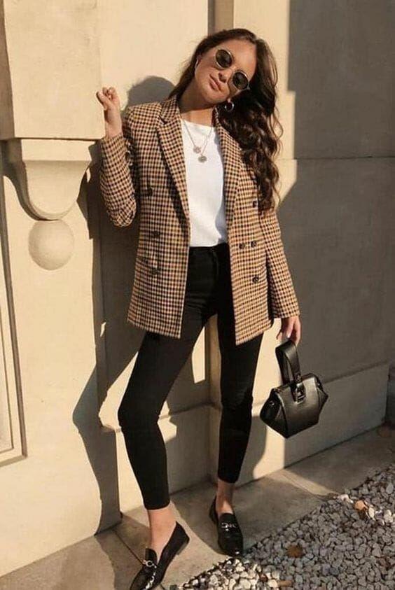 Outfits con blazers en colores claros